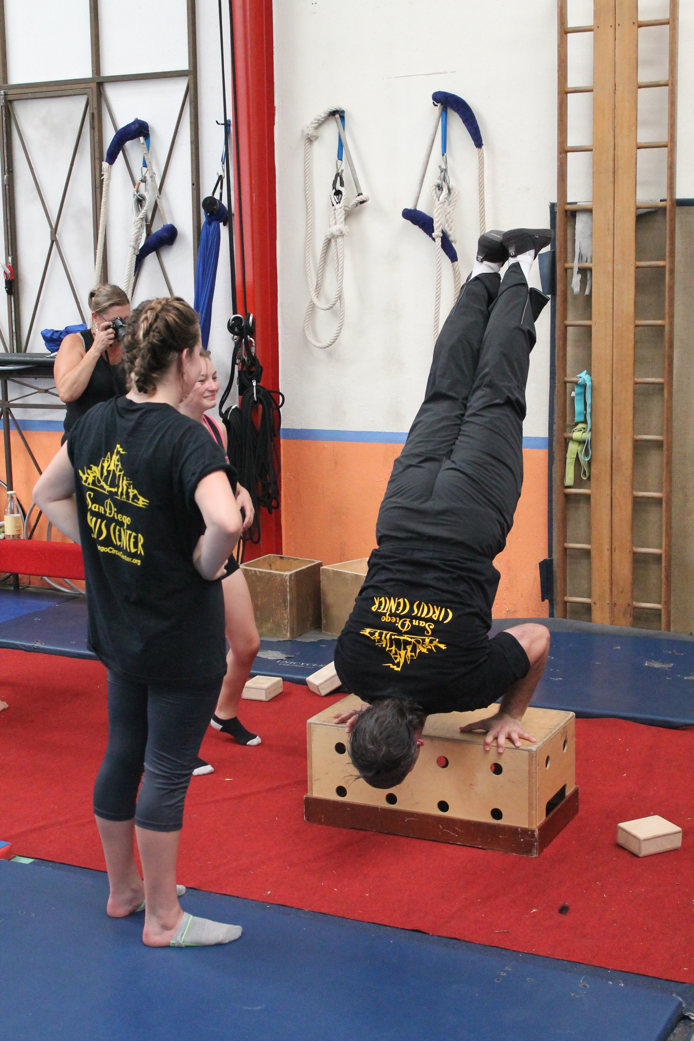 Demonstration of handstand conditioning drill in group workshop